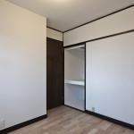 塗装仕上げの壁は素朴なあたたかみがあります。